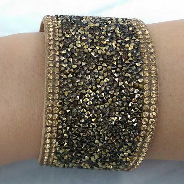دستبند زنانه چرم سنگ کاری شده
